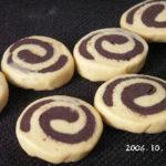 犬の手作りクッキーレシピ【犬用渦巻きクッキー チーズ&キャロブ】