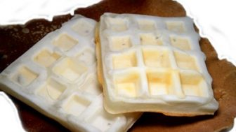 犬の手作りおやつレシピ【白いワッフル】小麦アレルギー対応。