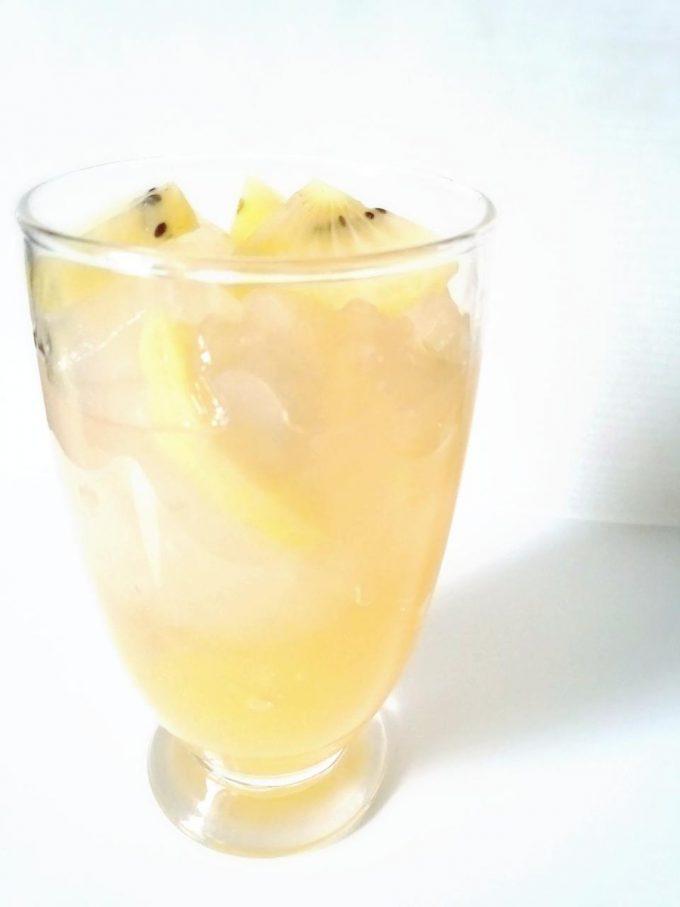 マンゴーわらびもち+ゴールドキウィ+りんごジュース